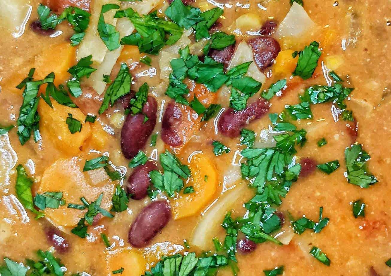 Gambischer Erdnusseintopf closeup Rezept Sarah Tardy